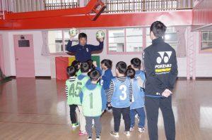 5月8日 フォーザサッカークラブを招いてサッカー教室